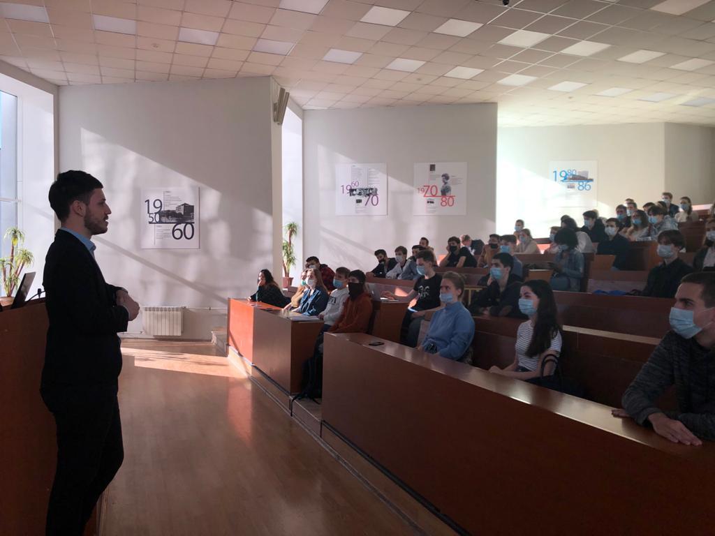 Представители ведущих IT-компаний поделились своими знаниями со студентами ИИС